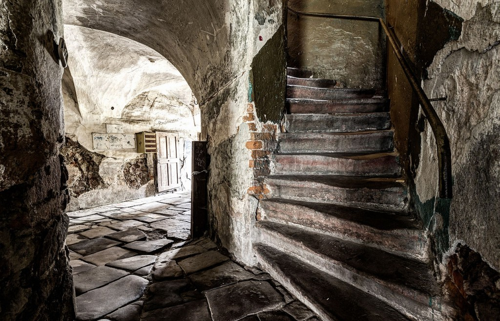 Staircase in weaver house. Photo: Jar.ciurus, CC BY-SA